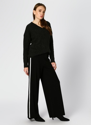 Beymen Studio Beymen Studio Geniş Kesim Şeritli Siyah Pantolon Siyah
